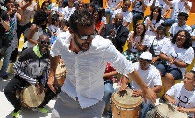 Ricky Martin dancing plena