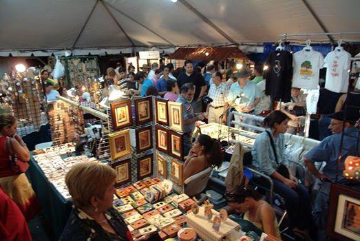 Artesanos participando en el Festival Claridad